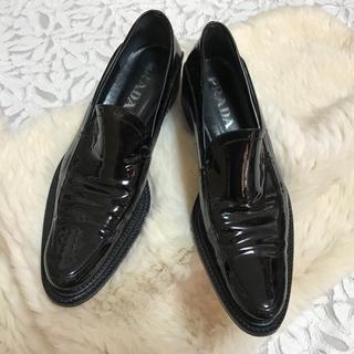 プラダ(PRADA)のPRADA エナメルローファー...♪(ローファー/革靴)