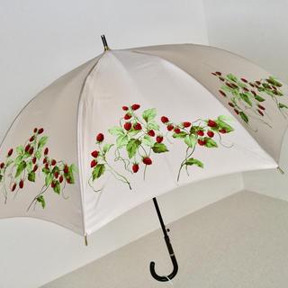 シャルルジョルダン(CHARLES JOURDAN)のシャルルジョルダン ミルクベージュ×ラズベリー柄 ジャンプ式ワンタッチ雨傘  (傘)