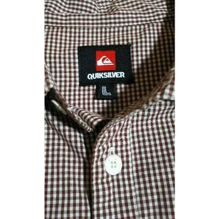 クイックシルバー(QUIKSILVER)のQUIKSILVER クイックシルバー 茶色と白のチェックシャツ(シャツ)