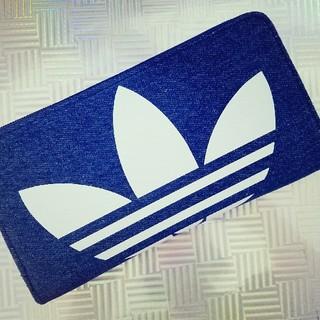 アディダス(adidas)のadidas デニム ラ大きめ ウンドファスナー 長財布 ウォレット 通帳OK(長財布)
