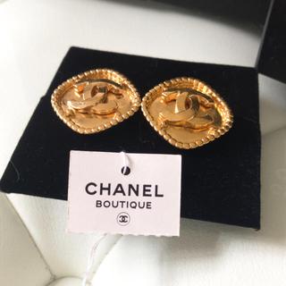 シャネル(CHANEL)のシャネルのダイヤ型CHANELマーク ゴールド(イヤリング)