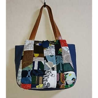 ミナペルホネン(mina perhonen)のミナペルホネンとサックスブルー パッチワークのチューリップトートバッグ(バッグ)