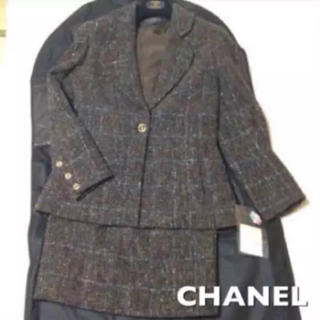 シャネル(CHANEL)の【美品】正規品 CHANEL ツイード スーツ 40(ハンガー、ガーメント付)(スーツ)