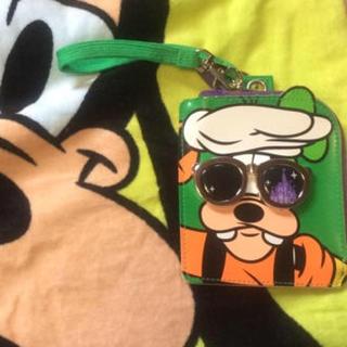 ディズニー(Disney)のグーフィーパスケース  ちかこ様専用(キャラクターグッズ)