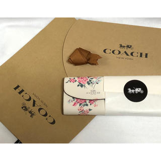 コーチ(COACH)の正規品♡新品未使用 COACH コーチ 花柄 フラワー ホワイト 6連 フック(キーケース)