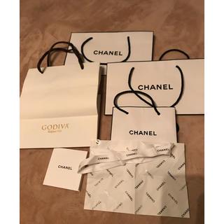 シャネル(CHANEL)のシャネルの紙袋とリボン包み紙GODIVAの袋(ショップ袋)