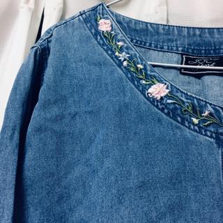 フラワー(flower)の刺繍ジーンズ素材ワンピース(ひざ丈ワンピース)