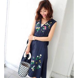 チェスティ(Chesty)のchesty Flower Embroidery Jumper Skirt(ひざ丈ワンピース)