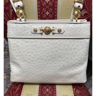 ヴェルサーチ(VERSACE)のヴェルサーチ型押しオーストリッチハンドバッグ 美品(ハンドバッグ)