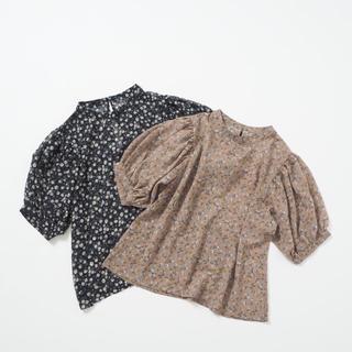 クリスプ(Crisp)のcrisp 5分袖ハイネックフラワーブラウス(シャツ/ブラウス(半袖/袖なし))
