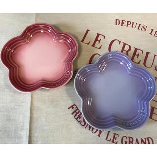 ルクルーゼ(LE CREUSET)のル・クルーゼ  フラワープレートS  パステルパープル  ナチュラルピンク(食器)