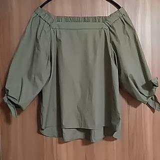 コレール(CORELLE)のコレール カーキー色オフショル(カットソー(半袖/袖なし))