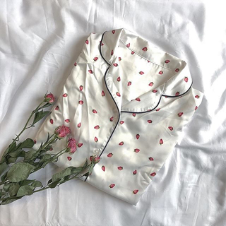 GU - いちごパジャマ ルームウェア 苺 サテン イチゴ ジェラートピケ GU ホワイト