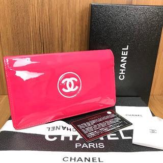 シャネル(CHANEL)の美品❤保証書付き❤パテントシャネル❤メイクアップ長財布❤v785(財布)