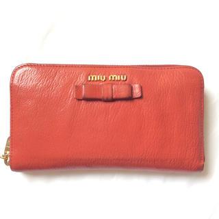 ミュウミュウ(miumiu)のMIUMIU ミュウミュウ 赤 ラウンドファスナー長財布 ジッピーウォレット(財布)