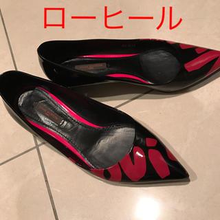 ルイヴィトン(LOUIS VUITTON)のルイヴィトン 靴 ローヒール パンプス 黒 赤(ハイヒール/パンプス)