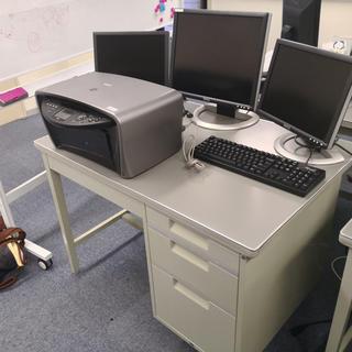 オフィス机2つ300円のみでお譲りします!(オフィス/パソコンデスク)