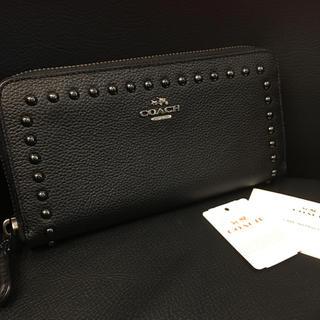 コーチ(COACH)のCOACH 12041 レディース スタッズ 長財布 未使用 メンズ ♡(財布)