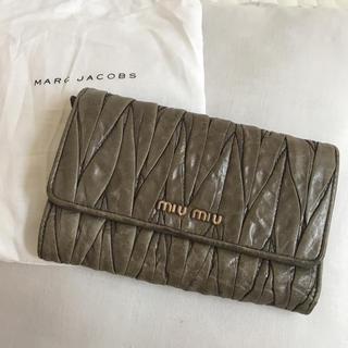 ミュウミュウ(miumiu)のmiu miu  折りたたみ財布(財布)