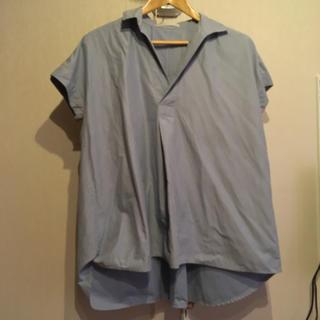 ケービーエフ(KBF)のKBF 水色シャツ(シャツ/ブラウス(半袖/袖なし))
