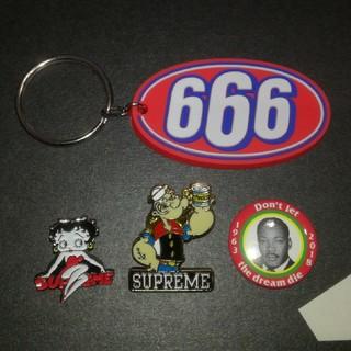 Supreme - supreme ピンバッチ、キーホルダー 4個セット