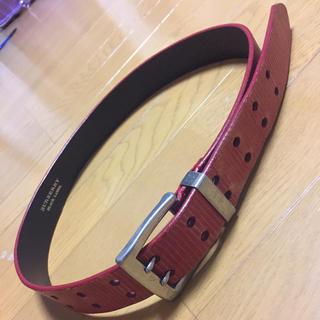バーバリーブラックレーベル(BURBERRY BLACK LABEL)のバーバリーブラックレーベル ベルト 赤色本革(ベルト)
