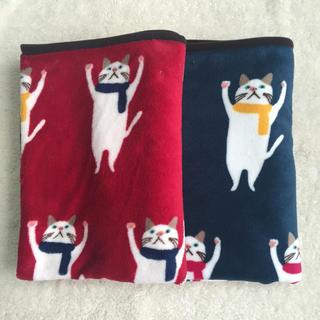 ゆるゆる 猫柄 ひざ掛け 毛布 赤 青 2枚セット(毛布)