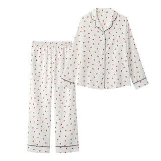 ジーユー(GU)のGU サテンパジャマ いちご 白(パジャマ)