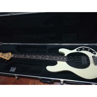 フェンダー(Fender)のMusicman Stingray st4 WH スティングレイ 中古 ベース(エレキベース)
