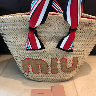 ミュウミュウ(miumiu)の新品  miu miu ストローバッグ117000円カゴバッグ(トートバッグ)