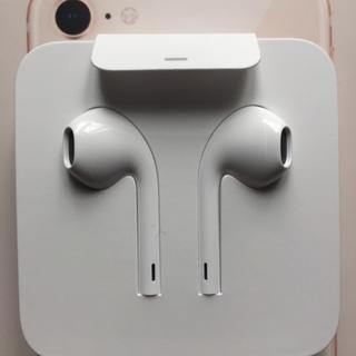 アップル(Apple)の純正 iphone 8 イヤホン(ヘッドフォン/イヤフォン)