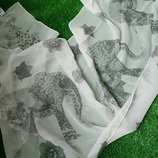 サルヴァトーレフェラガモ(Salvatore Ferragamo)のサルヴァトーレフェラガモ シルク100%スカーフ 🐘🌸 正規品(バンダナ/スカーフ)
