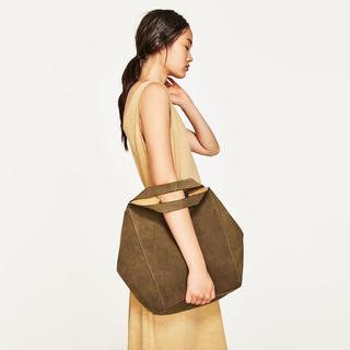 ザラ(ZARA)の新品未使用 ZARA カーキ レザーバッグ 巾着型(ショルダーバッグ)