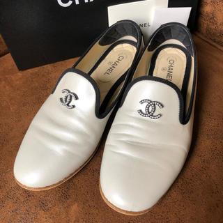 シャネル(CHANEL)のシャネル オペラシューズ パールホワイト ローファー 靴(ローファー/革靴)