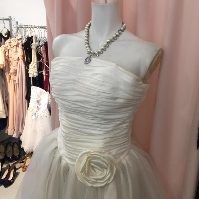 5d2560b66c0f4 白バラ、結婚式二次会ドレス、白ミニドレスの通販 by よーさん s shop ...