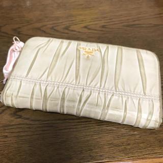 プラダ(PRADA)のPRADA ベージュ 長財布(財布)