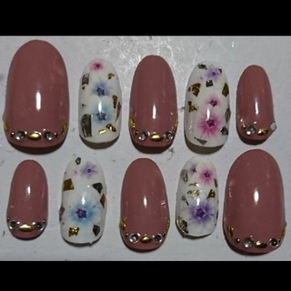 シンプル 花柄 ネイルチップ ピンクベージュ(つけ爪/ネイルチップ)