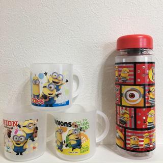 ミニオン(ミニオン)のミニオン水筒ボトルケースとプラコップ3個セット(キャラクターグッズ)