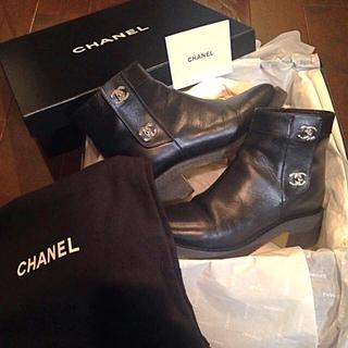 シャネル(CHANEL)の美品♡確実正規品 CHANEL ターンロック ショートブーツ ローヒール(ブーツ)