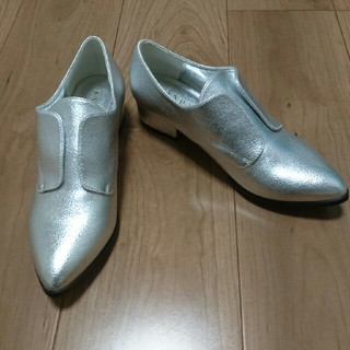 ランダ(RANDA)の7月中値下げ!RANDA シルバー 靴 新品★サイズS 約22.5㎝(ローファー/革靴)