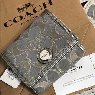 コーチ(COACH)のCOACH コーチの 2つ折り財布 シルバーグレー 新品タグ付き(財布)