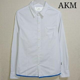 エイケイエム(AKM)のAKM 白シャツ(シャツ)