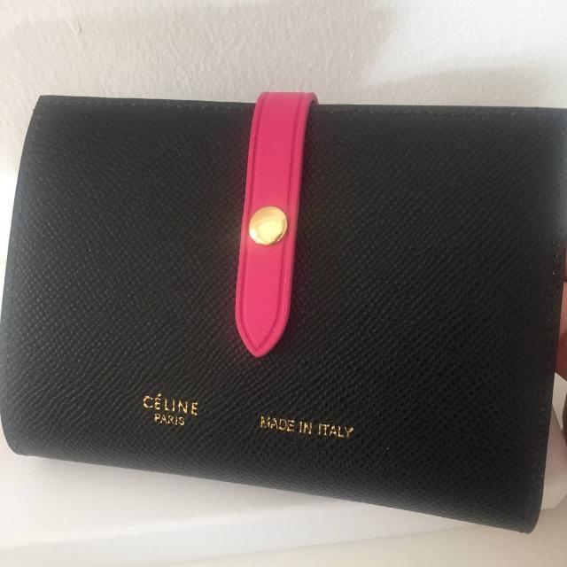 acf867236c13 celine(セリーヌ)のCELINE 折財布 ストラップ ミディアムマルチファンクション レディースのファッション小物