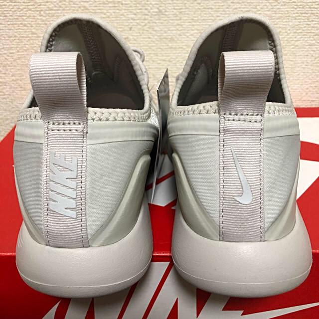 NIKE(ナイキ)のNIKE 新品未使用 24cm ウィメンズ ルナ チャージ エッセンシャル  レディースの靴/シューズ(スニーカー)の商品写真
