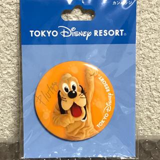 ディズニー(Disney)の新品未開封 プルート 実写 サイン入り 缶バッジ/ディズニーリゾート(キャラクターグッズ)