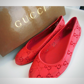 Gucci - GUCCI ラバー フラットシューズ 36
