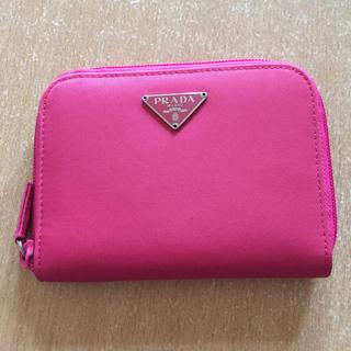 PRADA - プラダ二つ折り財布ピンク未使用買った時の価格は10000円です。