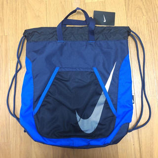 ナイキ(NIKE)の新品タグ付 NIKE プールバッグ 紺/青 ナイキ 10ℓ ビーチバッグ2ルーム(その他)