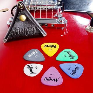 大人気 ギターピック レザー製ピックケース付き  12枚セット (その他)