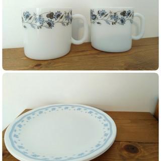 コレール(CORELLE)の新品未使用 CORELLE プレート2枚 ミルクグラス マグカップ 2個セット(食器)